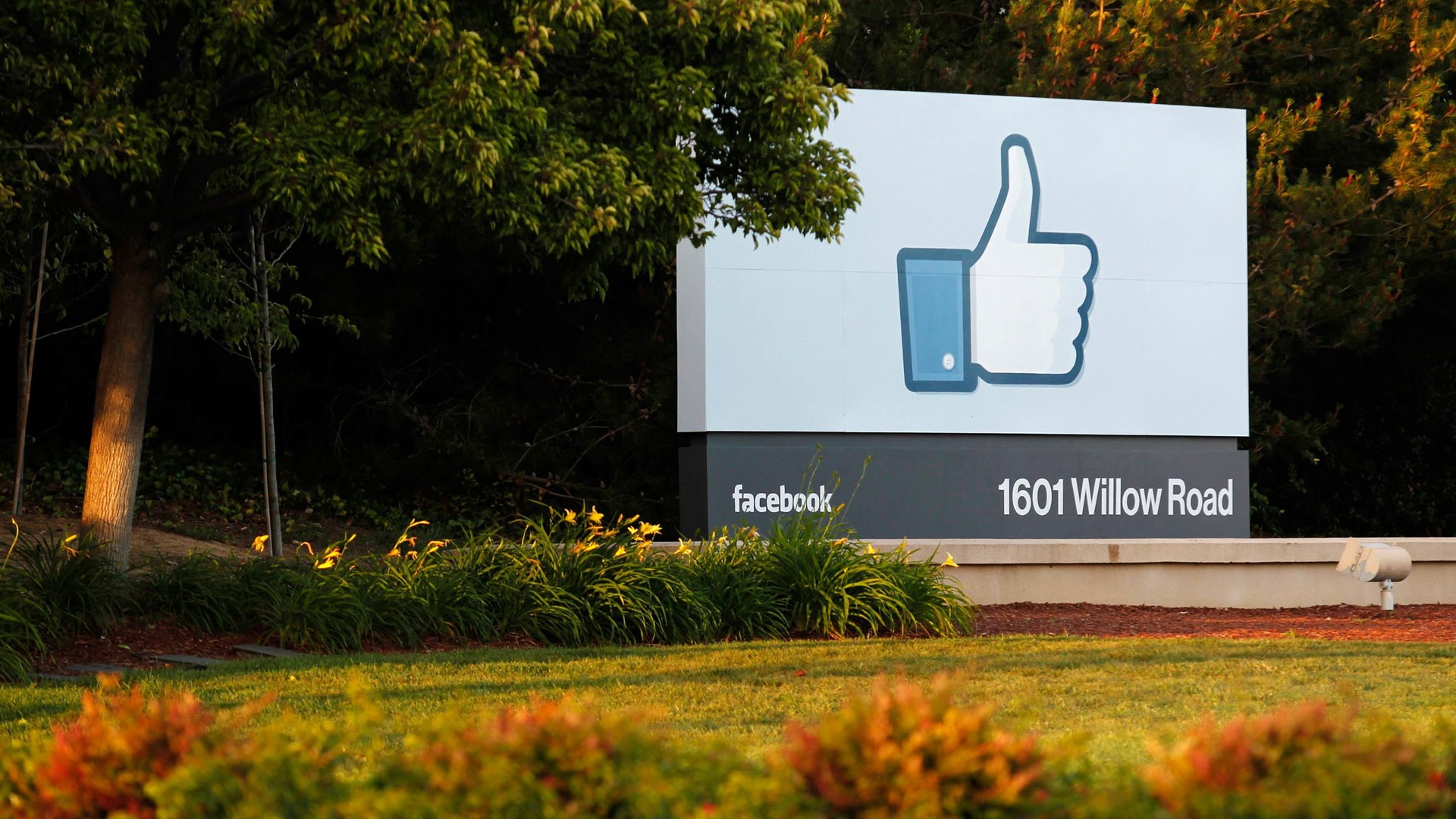 Photo of Facebook Says More About Its First Ireland-Based Data Center