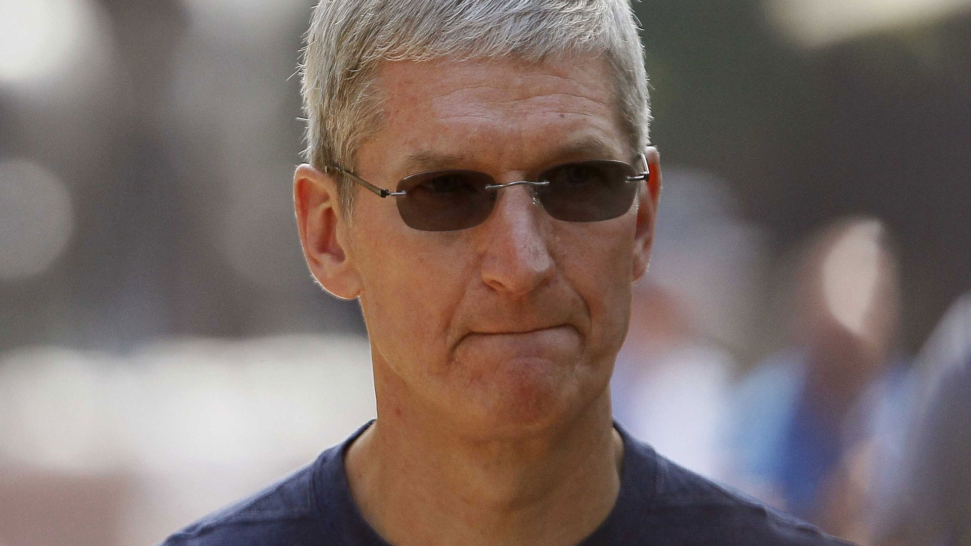 Photo of Tim Cook Demands Removal of Racism Symbols after SC Tragedy