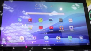 Tech Press Go Hands-On with 18.4-Inch Samsung Galaxy View