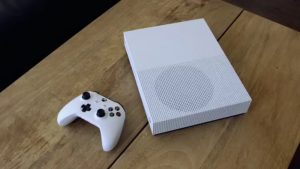 Critics Cautiously Praise Xbox One S As It Arrives in Stores
