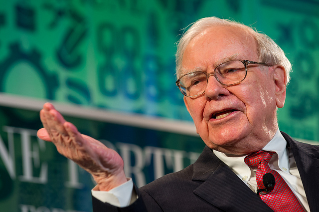 Photo of Buffett buys in as Apple surges towards $1 trillion company valuation