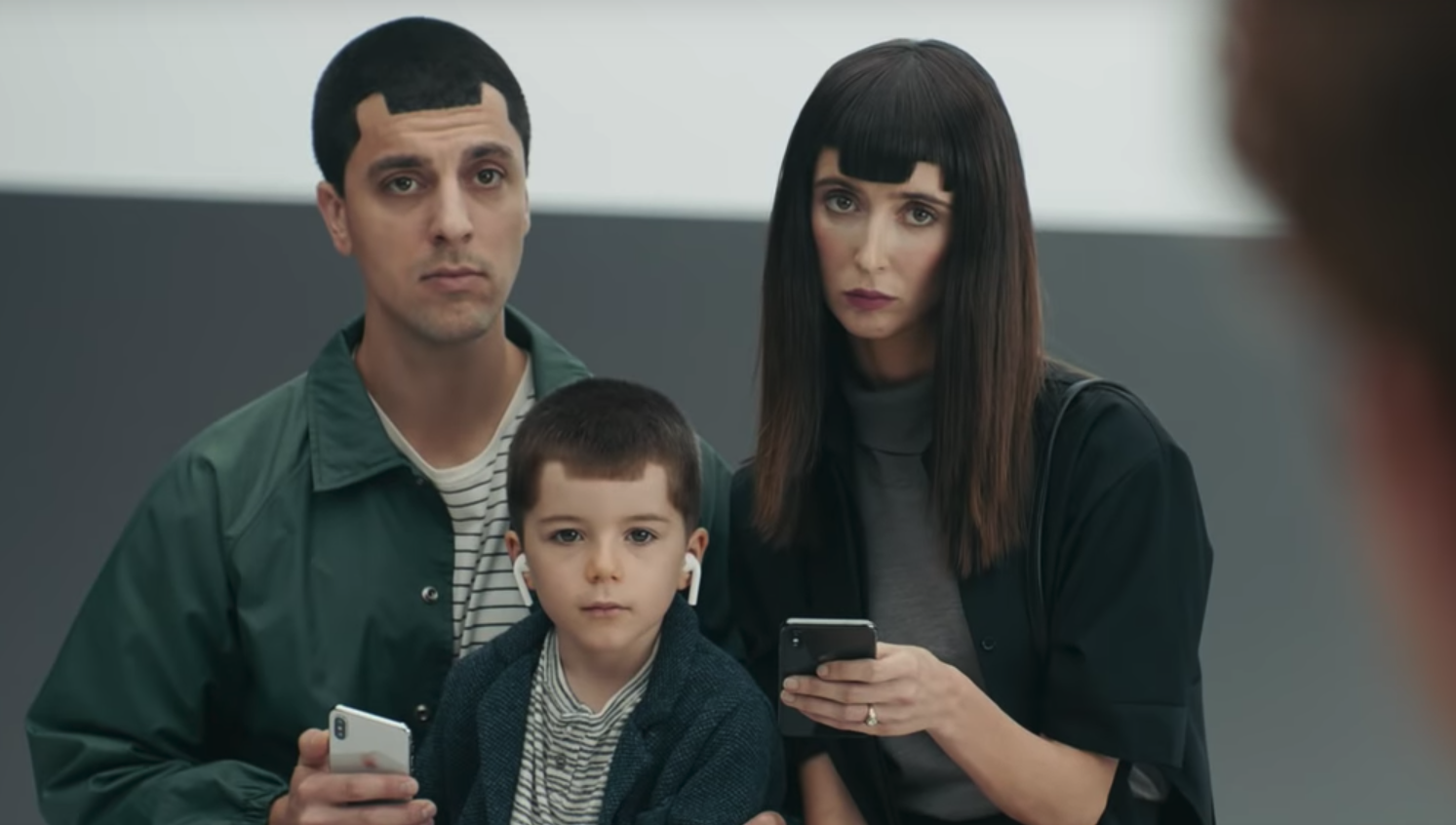 Photo of Samsung releases ads designed to mock the latest iPhone X features