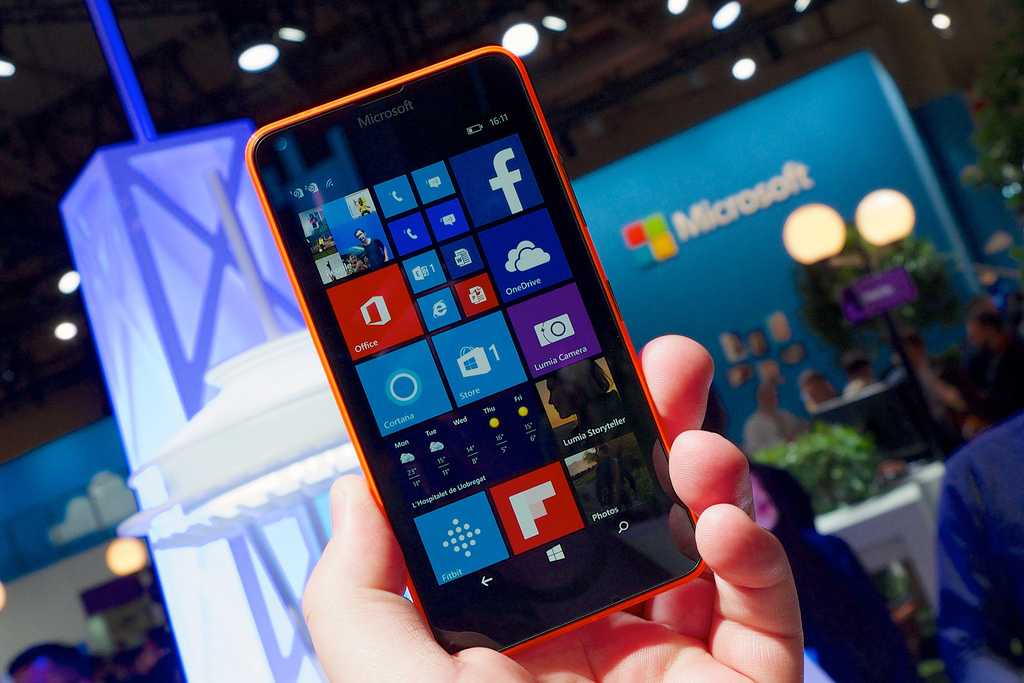 Photo of Microsoft announce end of Windows 10 Mobile, recommending iOS shift